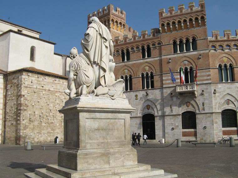 Piazza Dante and Canapone